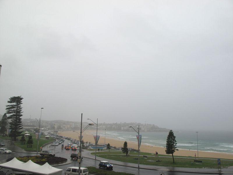 RainySaturdayBondi21Jan2011